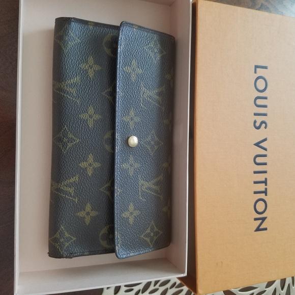 43094eb9be24 Louis Vuitton Accessories - Authentic Louis Vuitton Monogram Wallet